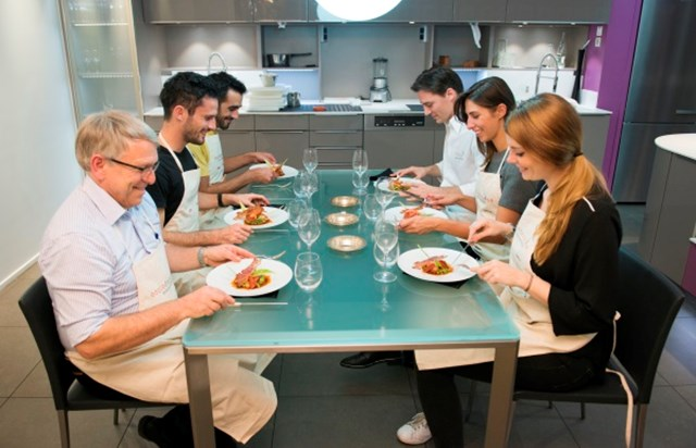 cooking lessons ecole de cuisine alain ducasse paris tourist office. Black Bedroom Furniture Sets. Home Design Ideas