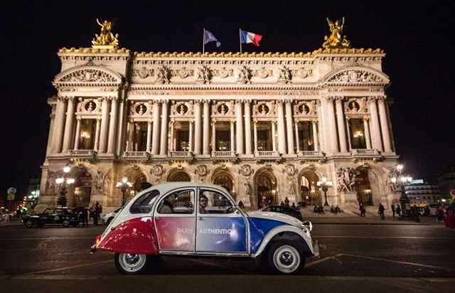 Gift voucher : night tour of Montmartre in a 2CV with champagne