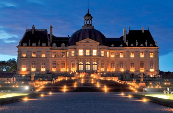 Dinner and candlelit visit to the Château de Vaux-le-Vicomte from Paris