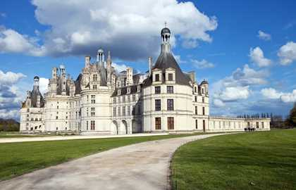 Daytrip to the Chateaux of the Loire Valley with audioguide and wine tasting, starting from Paris