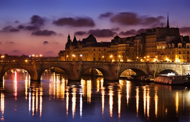 Paris dinner cruises Cruise, Paris illuminations and dinner on the Champs-Elysees If you want to do Parisian romance right, start with a lamp-lit river cruise, followed by a late dinner near.