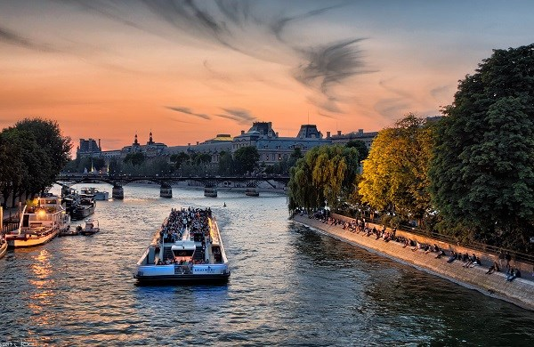Bateaux-Mouches - Dinner cruise - 6pm and 8.30pm