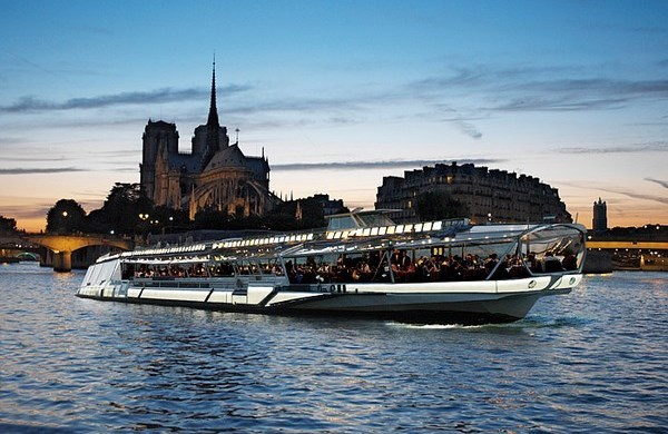 Bateaux-Mouches - Lunch and dinner cruises