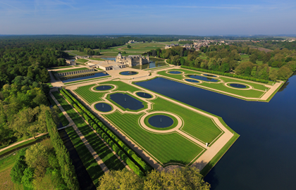 Visit to the Chantilly Estate