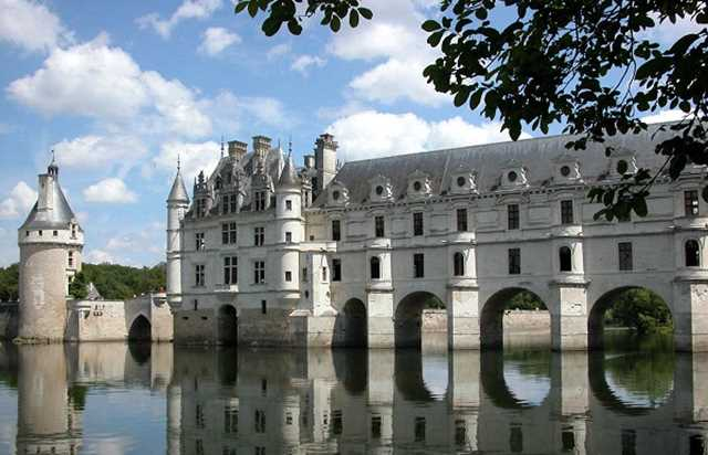 Visit to the Chateaux of the Loire Valley