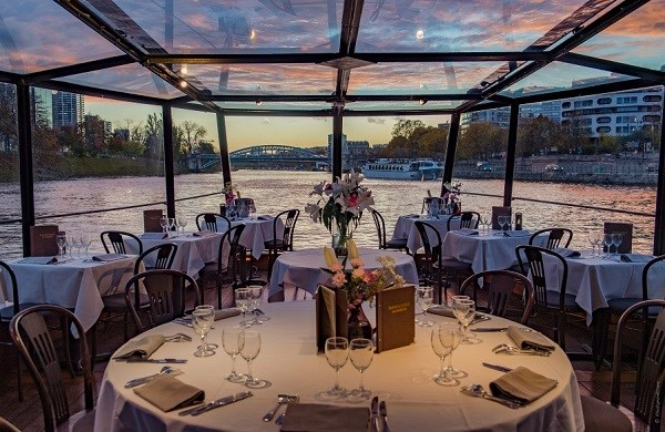 Romantic and Gastronomic Dinner Cruise with Champagne - La Marina