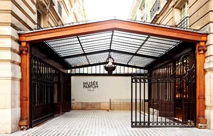 Guided tour of the Fragonard Perfume Museum + fabric pouch