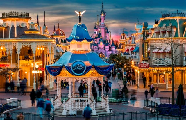 disneyland paris prices and tickets paris tourist office. Black Bedroom Furniture Sets. Home Design Ideas